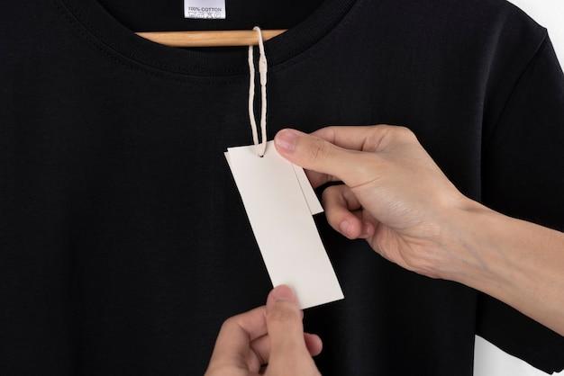 Makieta Pusta Czarna Koszulka I Pusta Etykieta Do Reklamy. Darmowe Zdjęcia