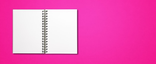 Makieta Puste Notatnik Spirala Otwarta Na Białym Tle Na Różowej Powierzchni Poziomej Premium Zdjęcia