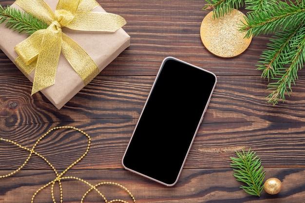 Makieta Telefonu Z Czarnym Ekranem I Prezentem świątecznym Premium Zdjęcia