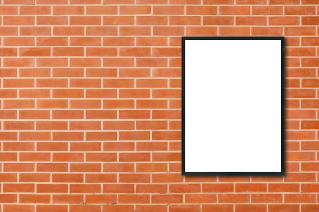 Makiety Puste Ramki Na Zdjęcia Plakat Wiszące Na Tle ściany Z Czerwonej Cegły W Pokoju - Może Być Używany Makiety Do Montażu Produktów I Wyświetlania Kluczowych Układ Wizualny. Makiety Plakat W Tło Wnetrze. Premium Zdjęcia
