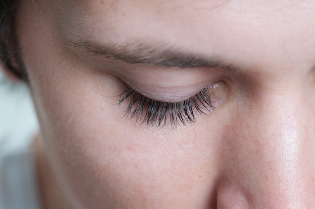 Makro strzał męskich rzęs modelu oka Premium Zdjęcia