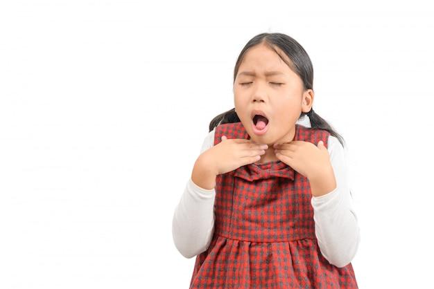 Mała Chora Azjatykcia Dziewczyna Z Bolesnym Gardłem Odizolowywającym Premium Zdjęcia