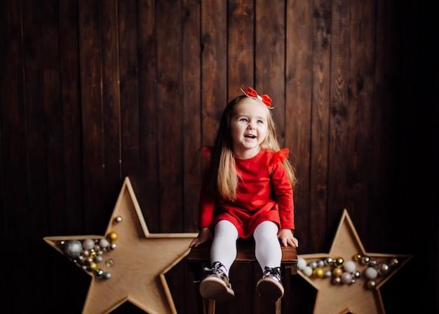 Mała Dziewczynka W Studio Darmowe Zdjęcia