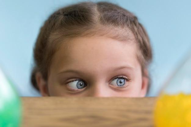 Mała Dziewczynka Z Bliska Darmowe Zdjęcia