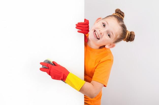 Mała ładna dziewczyna w żółtej koszuli Premium Zdjęcia