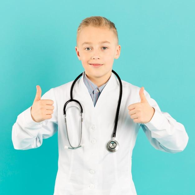 Mała Lekarka Pokazuje Aprobaty Darmowe Zdjęcia