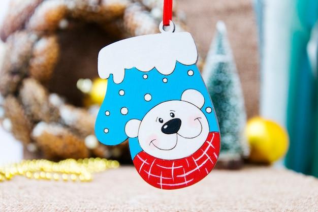 Mała Zabawka Mitenek Ze Zdjęciem Niedźwiedzi Premium Zdjęcia