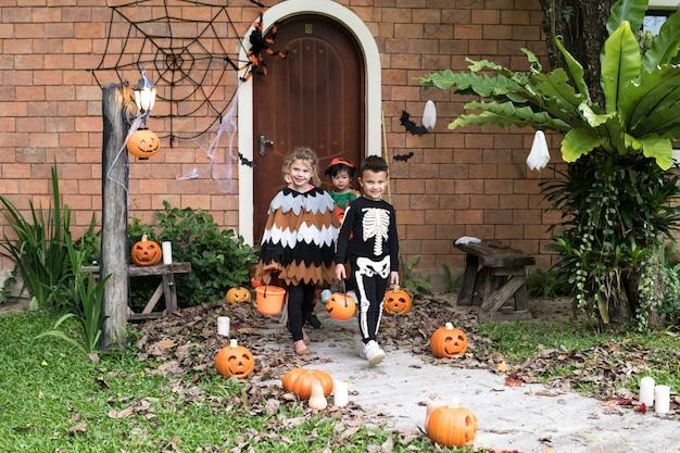 Małe Dzieci Trick Lub Leczenia Podczas Halloween Darmowe Zdjęcia