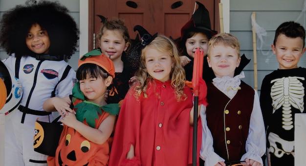 Małe Dzieci Trick Lub Leczenia W Halloween Darmowe Zdjęcia
