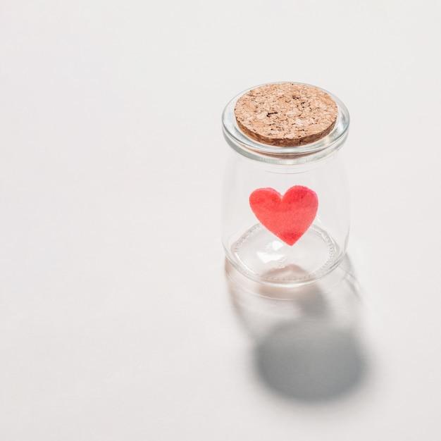 Małe Filcowe Serce W Małym Słoiku Premium Zdjęcia
