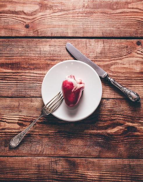 Małe Serce Na Talerzu Premium Zdjęcia
