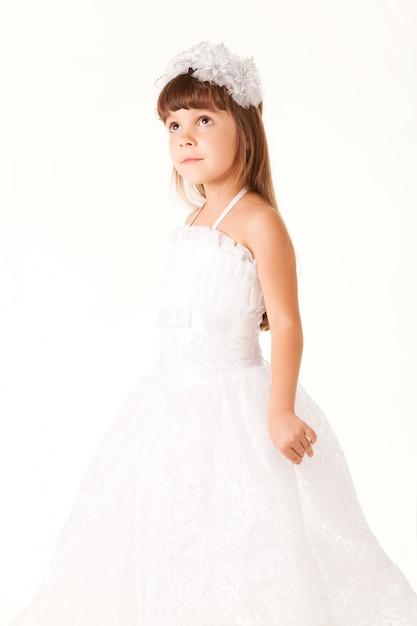 Małej Dziewczynki Pozować Odizolowywam Premium Zdjęcia