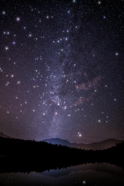 Malowniczy Widok Na Nocne Niebo Z Gwiazdami Darmowe Zdjęcia