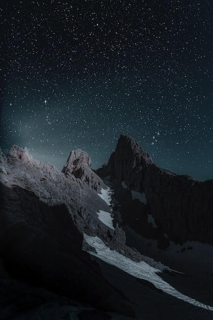 Malowniczy Widok Skalistej Góry Wieczorem Darmowe Zdjęcia