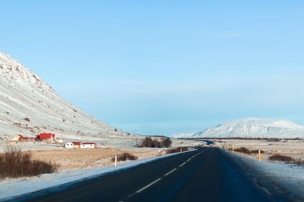 Malowniczy Zimowy Krajobraz Islandii. Premium Zdjęcia