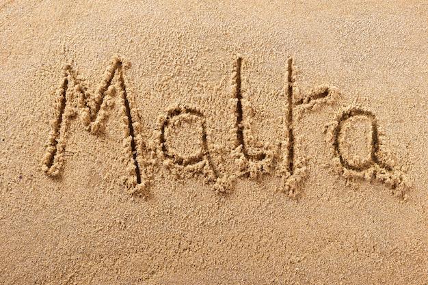 Malta Odręcznie Wiadomość Piasek Plażowy Premium Zdjęcia