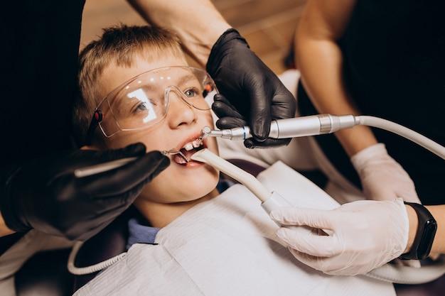 Mały Chłopiec Pacjenta U Dentysty Darmowe Zdjęcia
