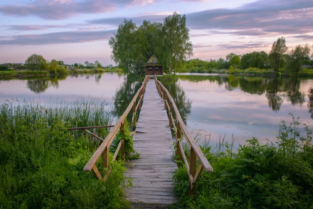 Mały Dom Rybaka Z Mostem Premium Zdjęcia
