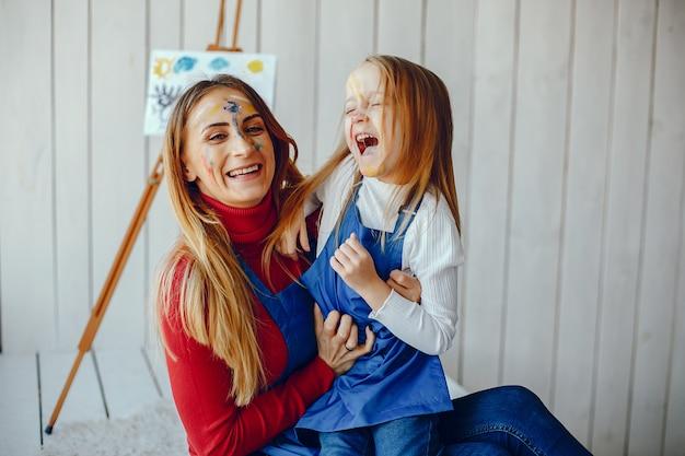 Mama i córka rysują Darmowe Zdjęcia