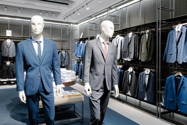 Manekiny Ubrane W Męskie Ubrania Codzienne W Sklepie Centrum Handlowego Premium Zdjęcia