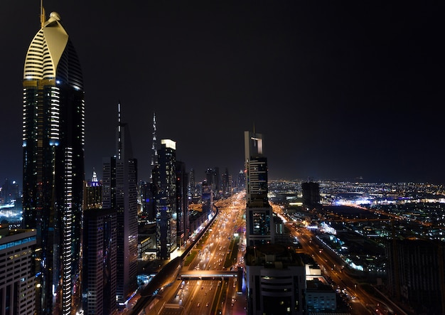 Marina W Dubaju W Nocy Premium Zdjęcia