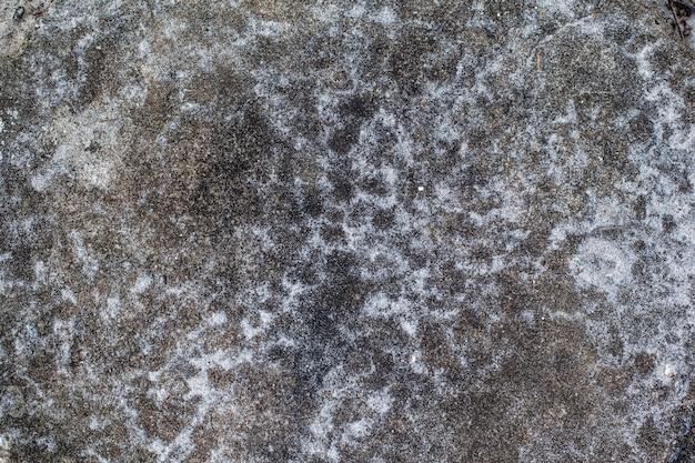 Marmurowy kamień na podłogowym białym piaska use dla tła. Premium Zdjęcia