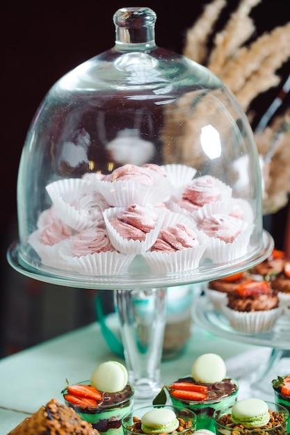 Marshmallows W Szklanym Słoju Na Batonika Premium Zdjęcia