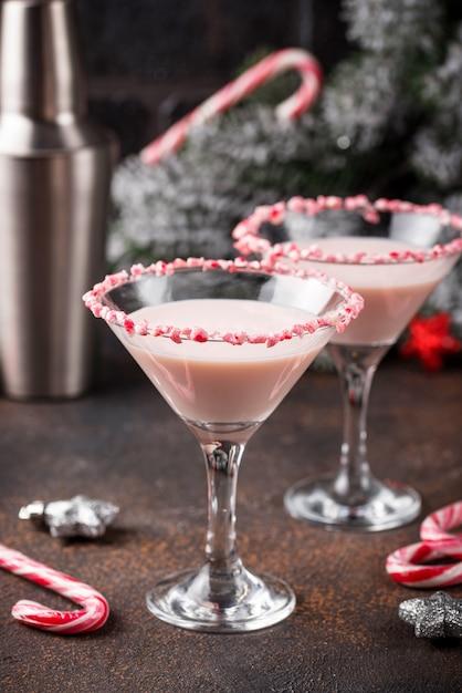Martini W Kolorze Różowej Mięty Z Cukierkową Obwódką Premium Zdjęcia
