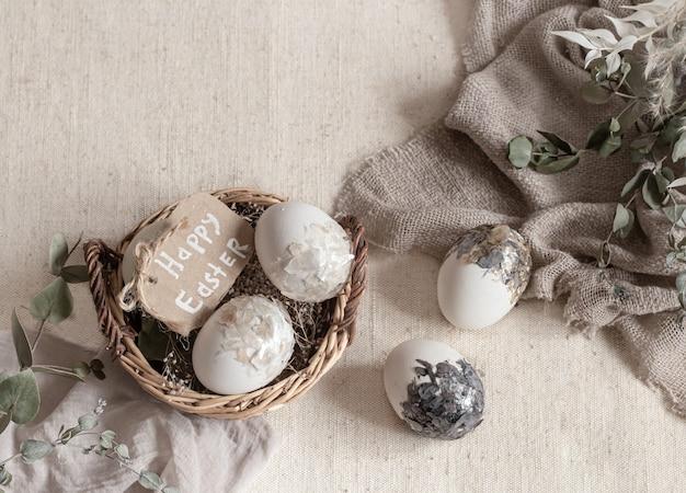 Martwa Wielkanoc Z Jajkami W Wiklinowym Koszu. Koncepcja Wesołych świąt. Darmowe Zdjęcia
