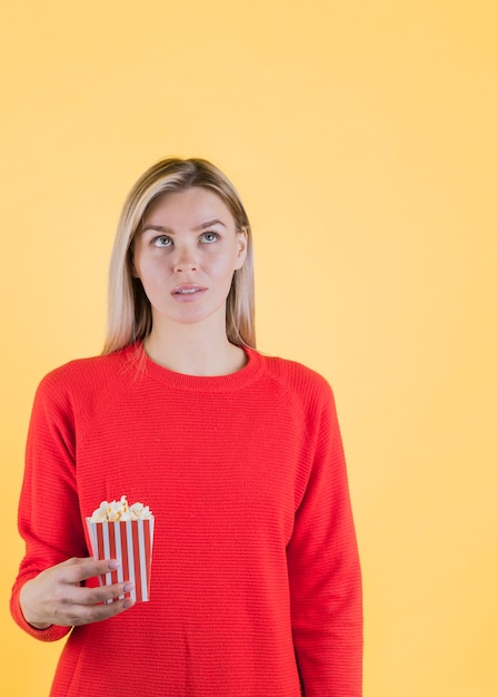 Martwi Się Model Gospodarstwa Popcorn Darmowe Zdjęcia