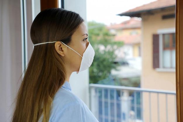 Maska Izolacyjna Dla Dziewczynki Na Twarz Przeciwko Chorobie Koronawirusa 2019. Premium Zdjęcia