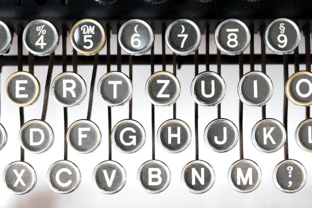 Maszyna do pisania w stylu retro z bliska Premium Zdjęcia