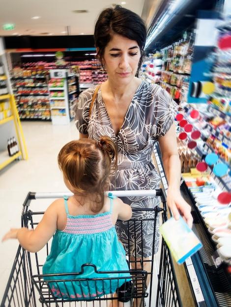 Matka I Córka Na Zakupy Premium Zdjęcia