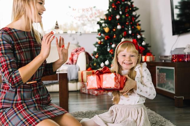 Matka I Córka świętuje Boże Narodzenie Razem Darmowe Zdjęcia