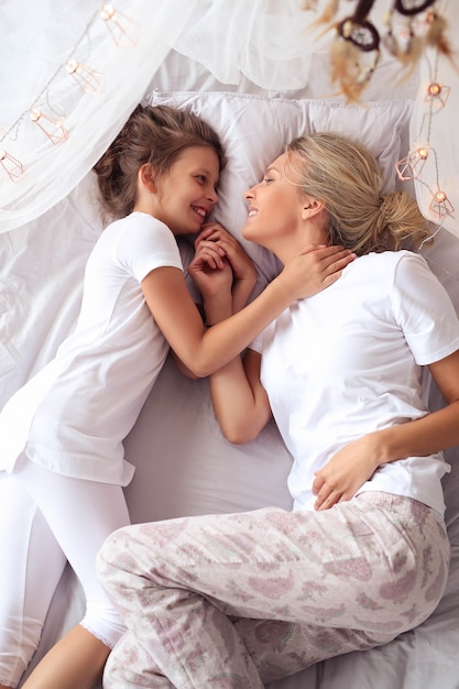 Matka I Córka W Domu Darmowe Zdjęcia