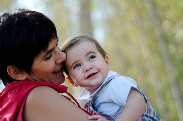 Matka I Córka W Lesie Darmowe Zdjęcia