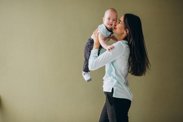 Matka ze swoim nowo narodzonym synem Darmowe Zdjęcia