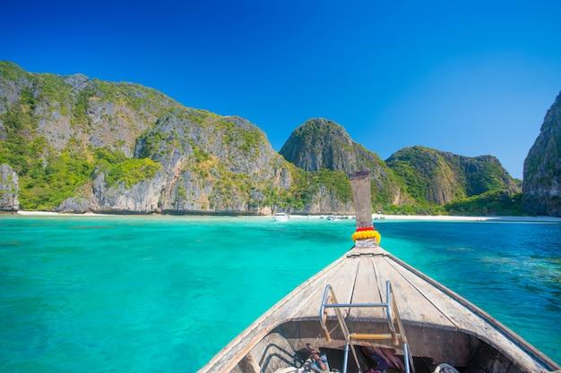 Maya Bay Plaża I łodzie W Tajlandii Premium Zdjęcia