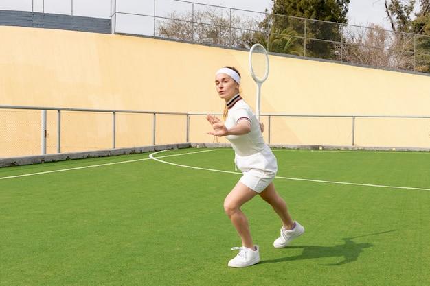Mecz tenisa z piękną kobietą Darmowe Zdjęcia