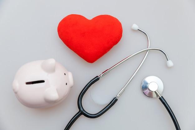 Medycyna Sprzęt Lekarz Stetoskop Lub Fonendoskop Skarbonka I Czerwone Serce Na Białym Tle Premium Zdjęcia