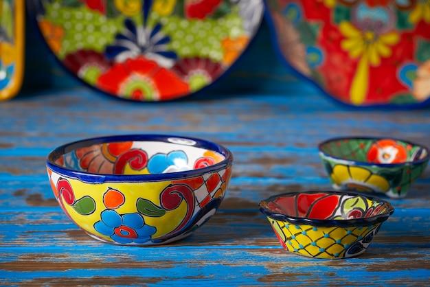Meksykańska ceramika w stylu talavera w meksyku Premium Zdjęcia
