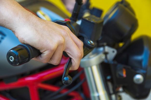 Męska Ręka Na Motocykl Rękojeści Darmowe Zdjęcia
