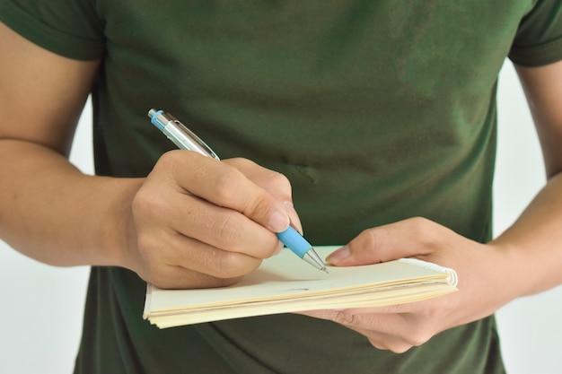 Męski ręki mienia pióro przygotowywający robić notatnikowi Premium Zdjęcia