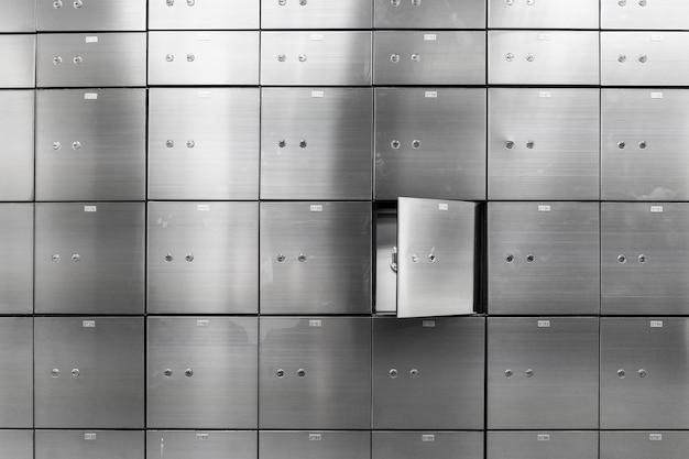 Metalowa Sejfowa ściana Panelu Z Otwartą. Koncepcja Bezpieczeństwa I Ochrony Bankowej. Premium Zdjęcia