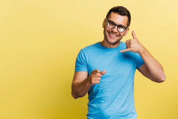 Mężczyzna dzwoni do mnie znak Darmowe Zdjęcia