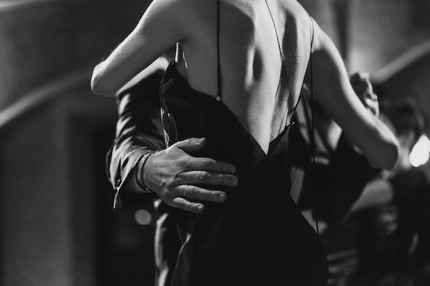 Mężczyzna I Kobieta Tańczą Tango Premium Zdjęcia