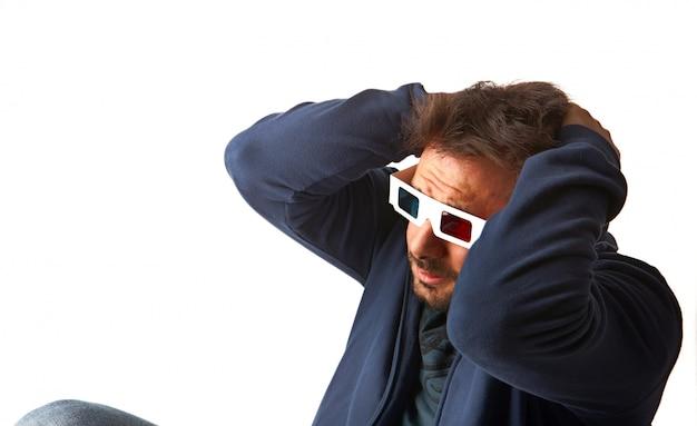 Mężczyzna jest ubranym 3d szkła Premium Zdjęcia