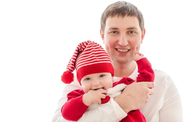 Mężczyzna Mienia Dziecko W Bożenarodzeniowym Kostiumu Premium Zdjęcia
