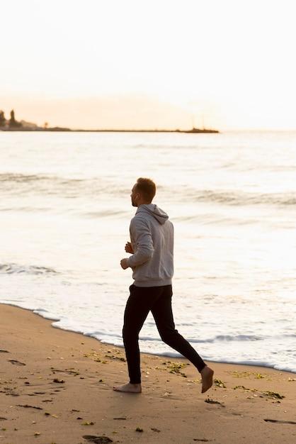 Mężczyzna Na Plaży Darmowe Zdjęcia