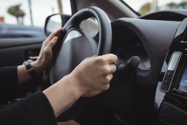 Mężczyzna Prowadzący Samochód Elektryczny Darmowe Zdjęcia